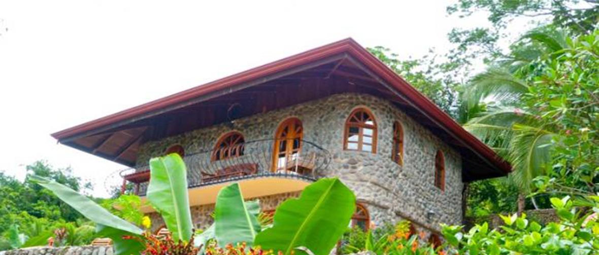 Casa Pura Vida, Dominical