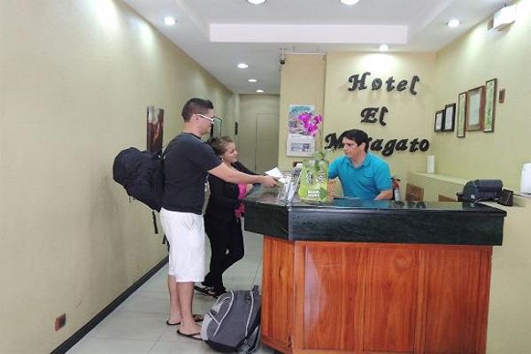 Hotel El Maragato lobby