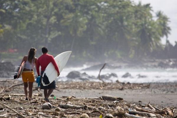 Full pavones surfers